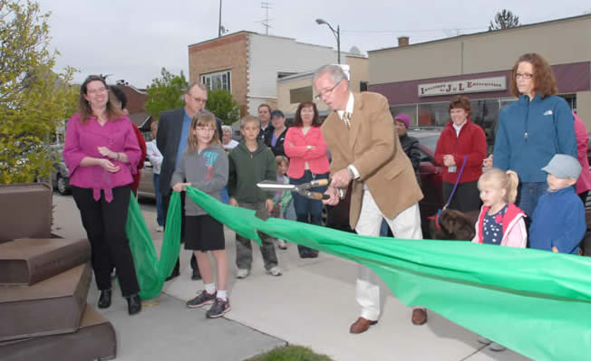 Jerry Hilliker cuts the ribbon officially dedicating Peg's Green Grove